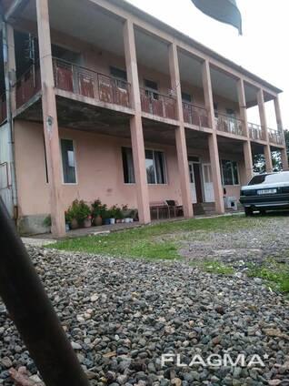 Продается дом с земельным участком в 1 гектар.