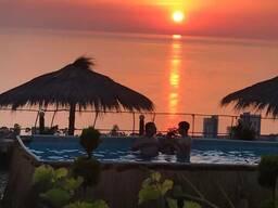 В Гонио, сдается посуточно семейный Отель с прекрасным видом